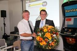 Joachim Mohrmann verabschiedete Technik Tour Urgestein Harald Stephan in den Ruhestand.
